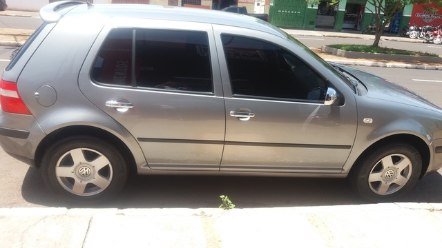 GOLF 1.6 PLUS ANO 2003/04 - Carros - Uberaba