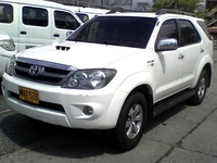 HERMOSA TOYOTA FORTUNER 4X4 MODELO 2008 DIESEL - Camionetas / 4x4 - Cali