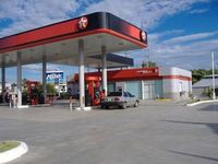 Estación de combustible de 75 mil galones al mes - local en santo domingo