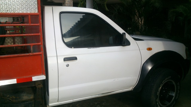 VENDO PICK UP NISSAN FRONTIER DOBLE TRACCIÓN AÑO 2008 - Autos - Chitré