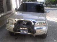 SE VENDE BONITO PICK UP MAZDA 4X4 DE PLAZA AÑO 2005 - doble cabina