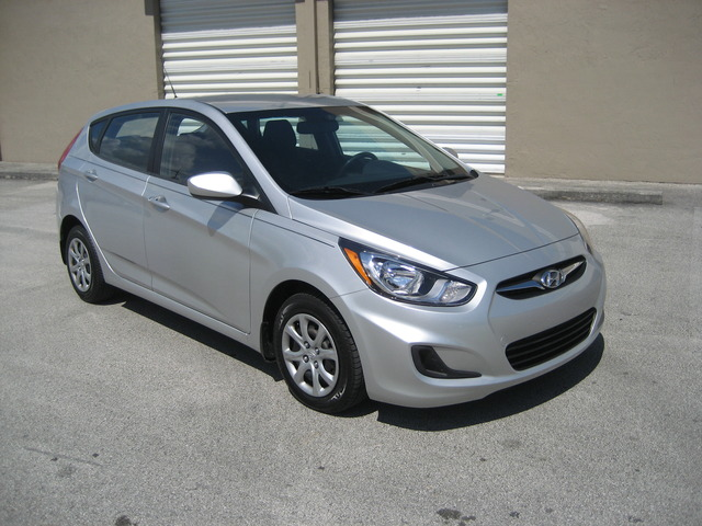 2012 Hyundai Accent Gs - Autos - Miami